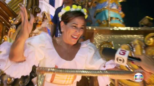 Glória Pires representa mãe de Clara Nunes em carro alegórico da Portela