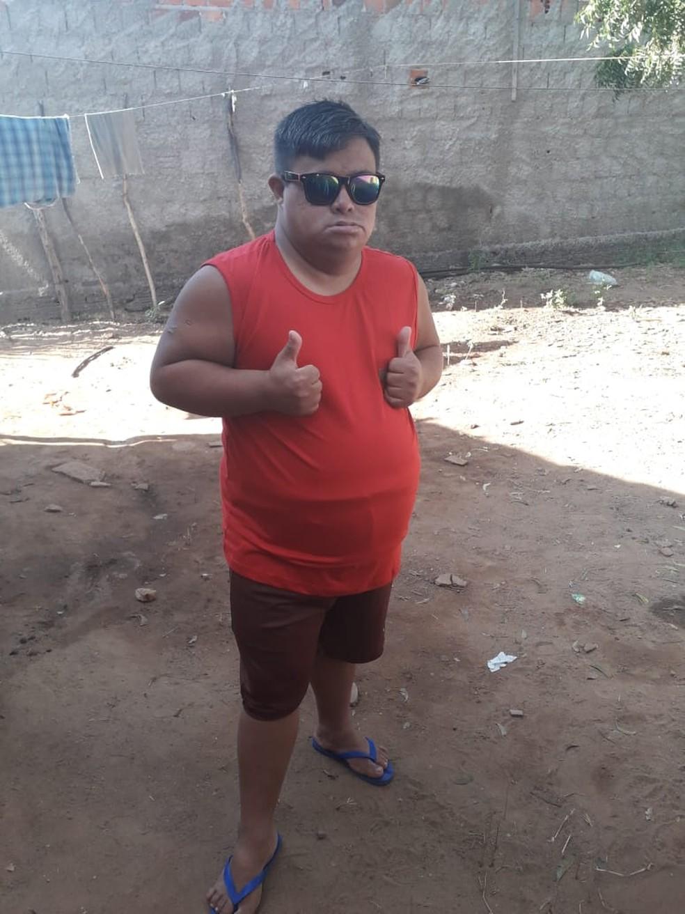 A vaquinha para ajudar a comprar uma casa para Moisés Gomes, de 27 anos, arrecadou mais de R$ 220 mil — Foto: Cedida
