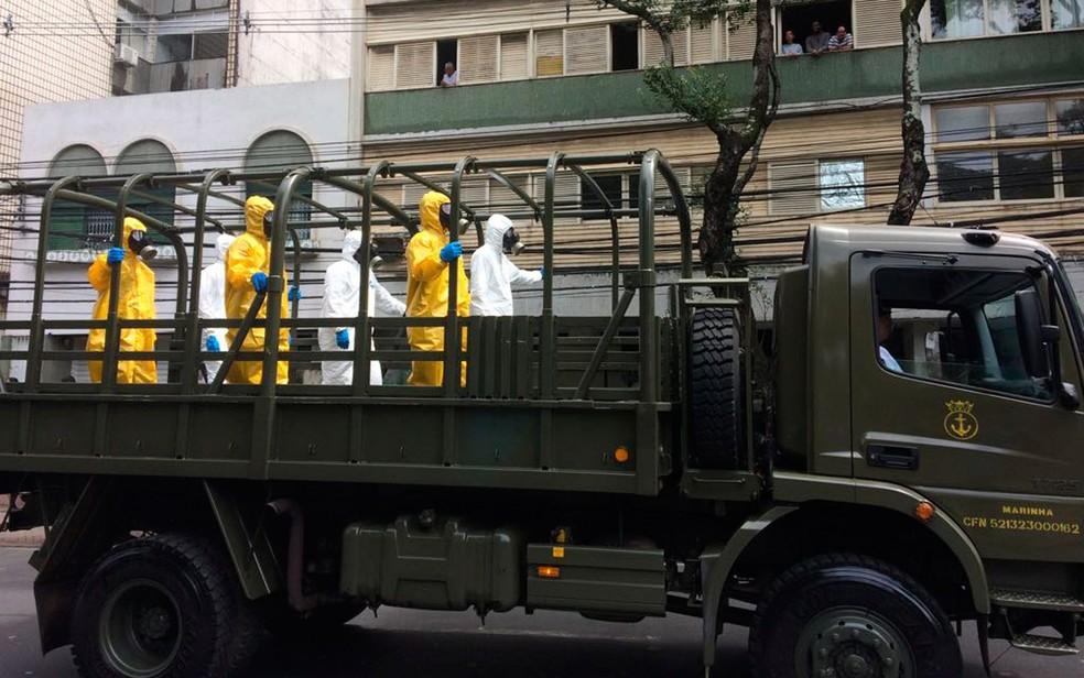 Carro militar (Foto: Henrique Mendes/G1)