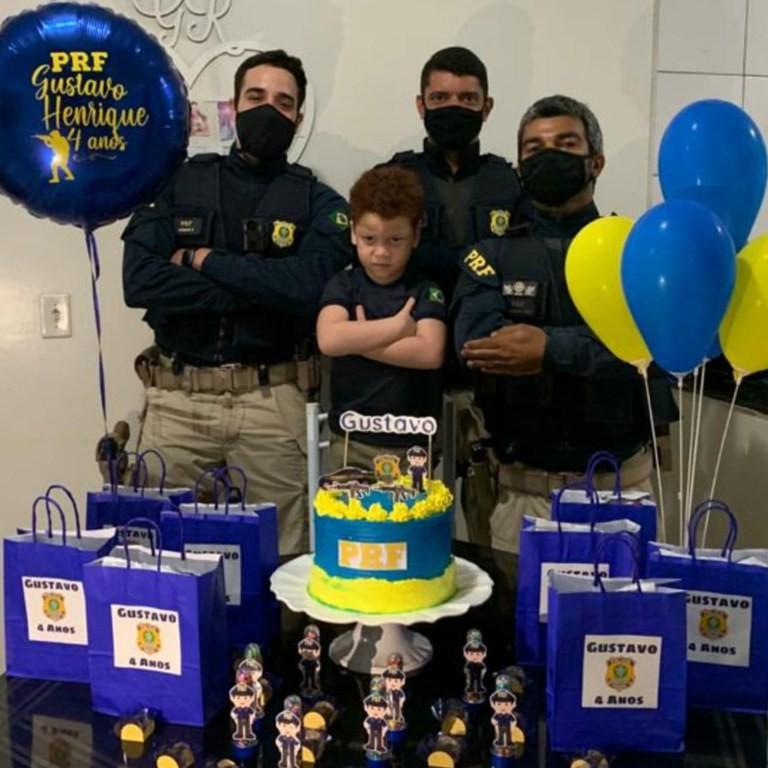 Menino fã da PRF ganha festa de aniversário de 4 anos com a presença de policiais em Picos