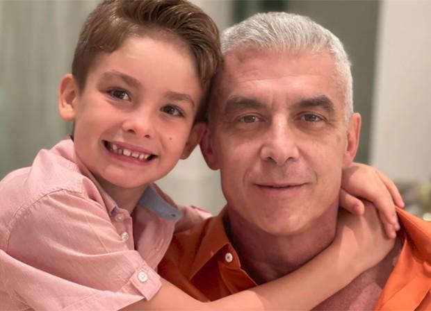 Alexandre Corrêa só pôde reencontrar o filho, Alexandre, após o Réveillon (Foto: Reprodução / Youtube)