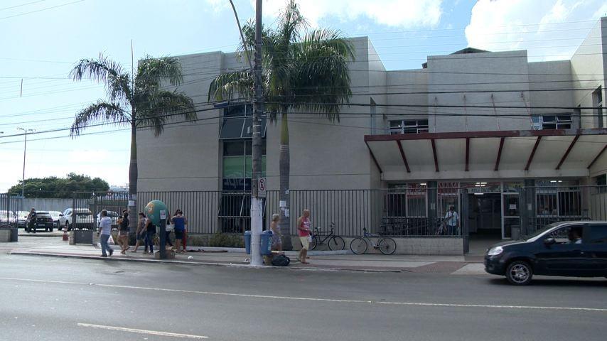 Mulher é esfaqueada ao reagir a assalto em Vila Velha, no ES