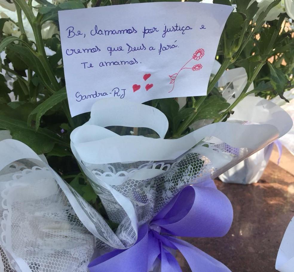 Túmulo do menino Bernardo em Santa Maria  — Foto: Fabiana Lemos/RBS TV