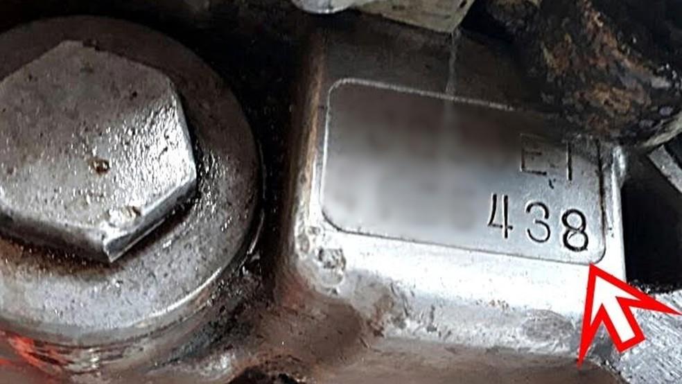 Detalhe do chassi adulterado da moto furtada há 11 anos na PB (Foto: Reprodução/PRF-PB)