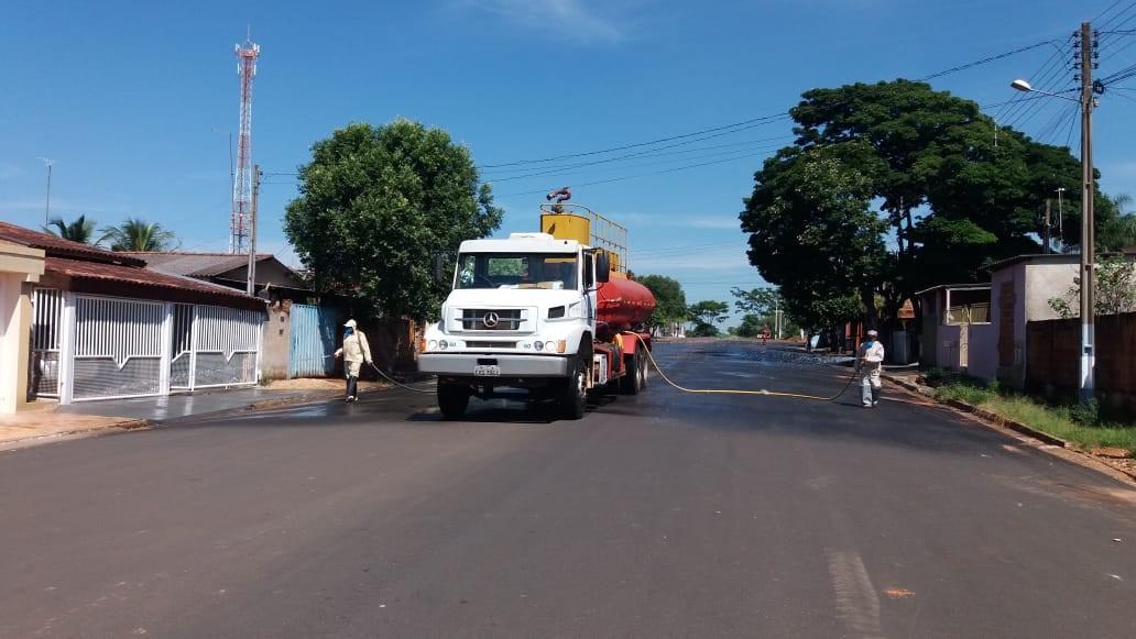 Sagres realiza higienização de ruas como forma de prevenção contra o novo coronavírus