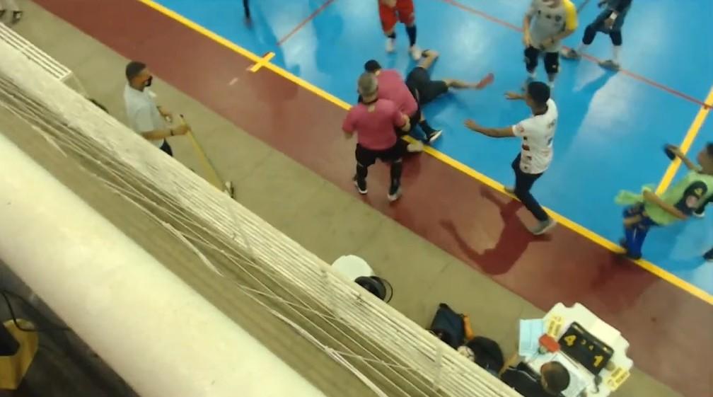 Piauiense de futsal termina em confusão  — Foto: TV Cajuína