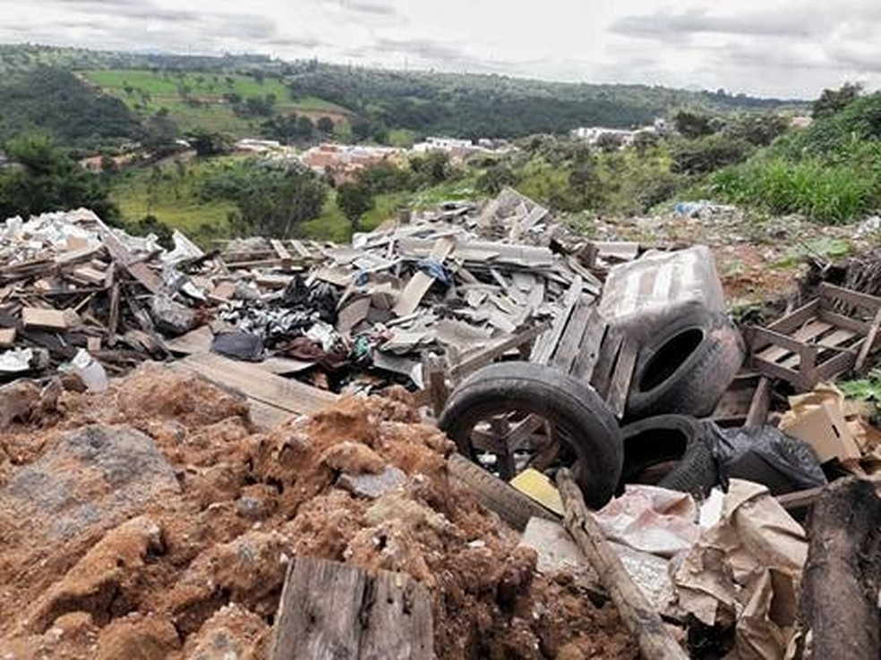 -  Todo tipo de lixo é encontrado em bota-fora irregular  Foto: Amilton Augusto/Arquivo Pessoal