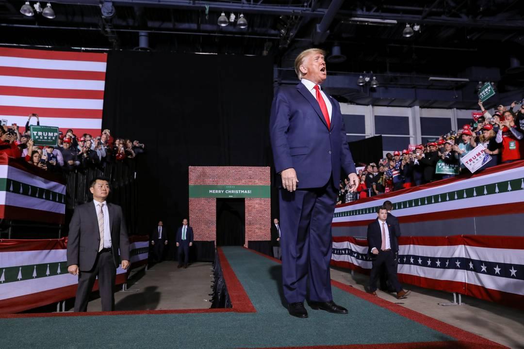 Trump fala em comício de Natal em Battle Creek enquanto a Câmara dos Deputados, em Washington votava a favor de seu impeachment