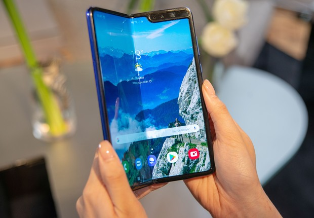 Unidade do Galaxy Fold, smartphone da Samsung (Foto: Simon Nagel/picture alliance via Getty Images)