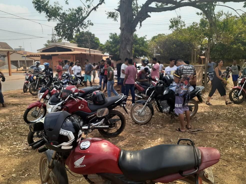 Familiares e amigos fazem protesto devido à morte Jonathan da Silva Rosário — Foto: Arquivo pessoal