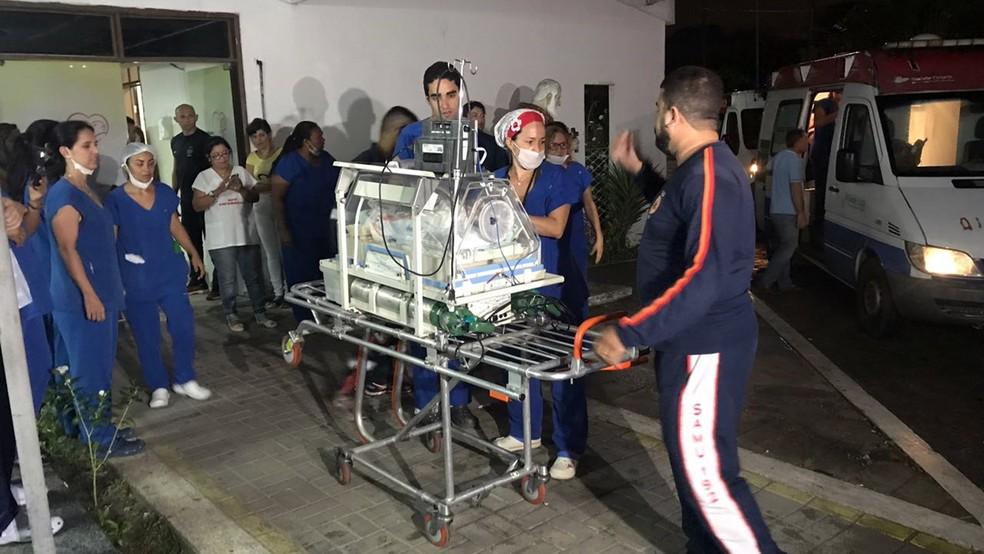 Incêndio atinge mate rnidade  em João Pessoa e pacientes  são  transferidos Incêndio atingiu almoxarifado da mate rnidade Frei Damião,  em Cruz das Armas,  na noite de quinta-
