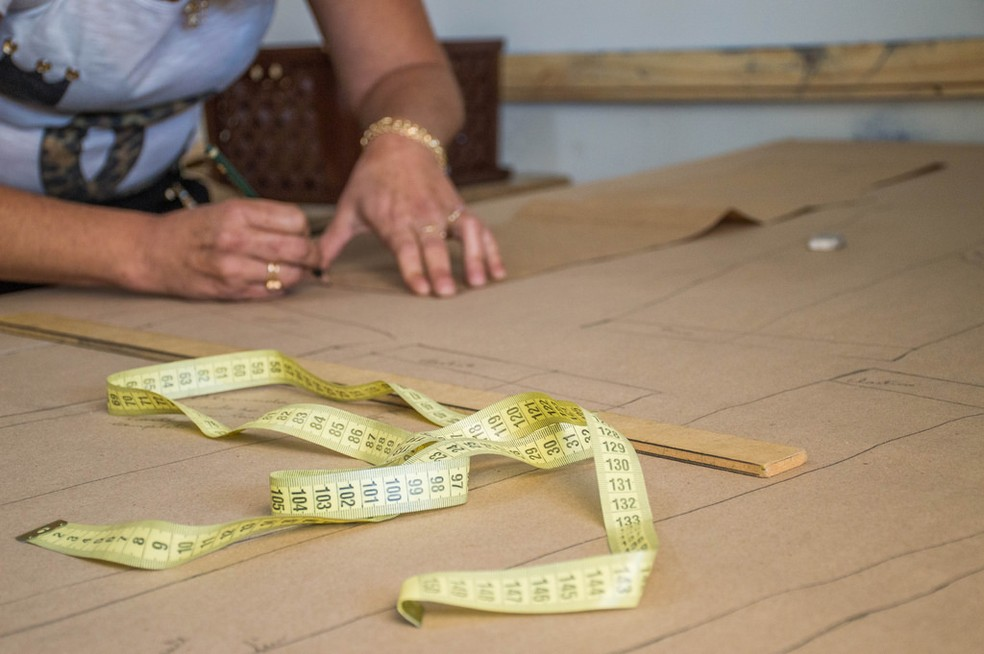 Curso de corte e costura será realizado de graça em Urupês — Foto: Divulgação