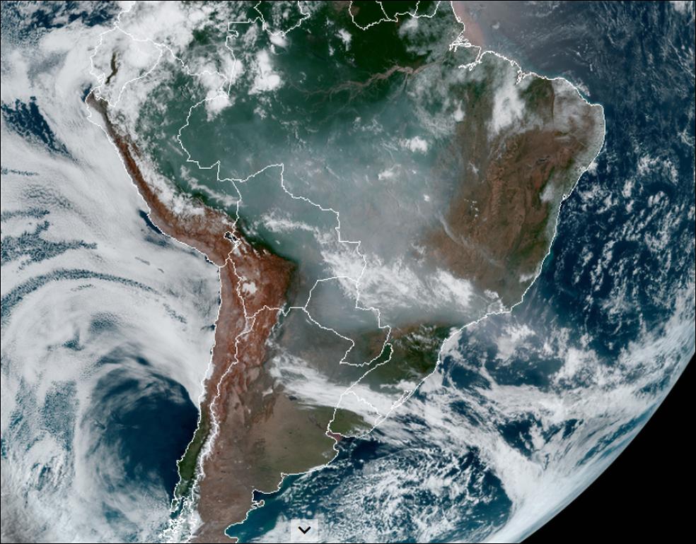 Imagens de satélite mostram fumaça vindo do Centro-Oeste chegando em SP neste sábado (19) — Foto: CIRA/RAMMB