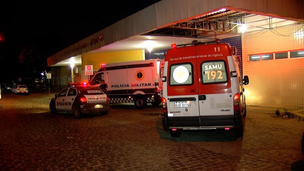 Policial e suspeito foram socorridos ao hospital (Foto: Gilmar Santos/Inter TV Cabugi)