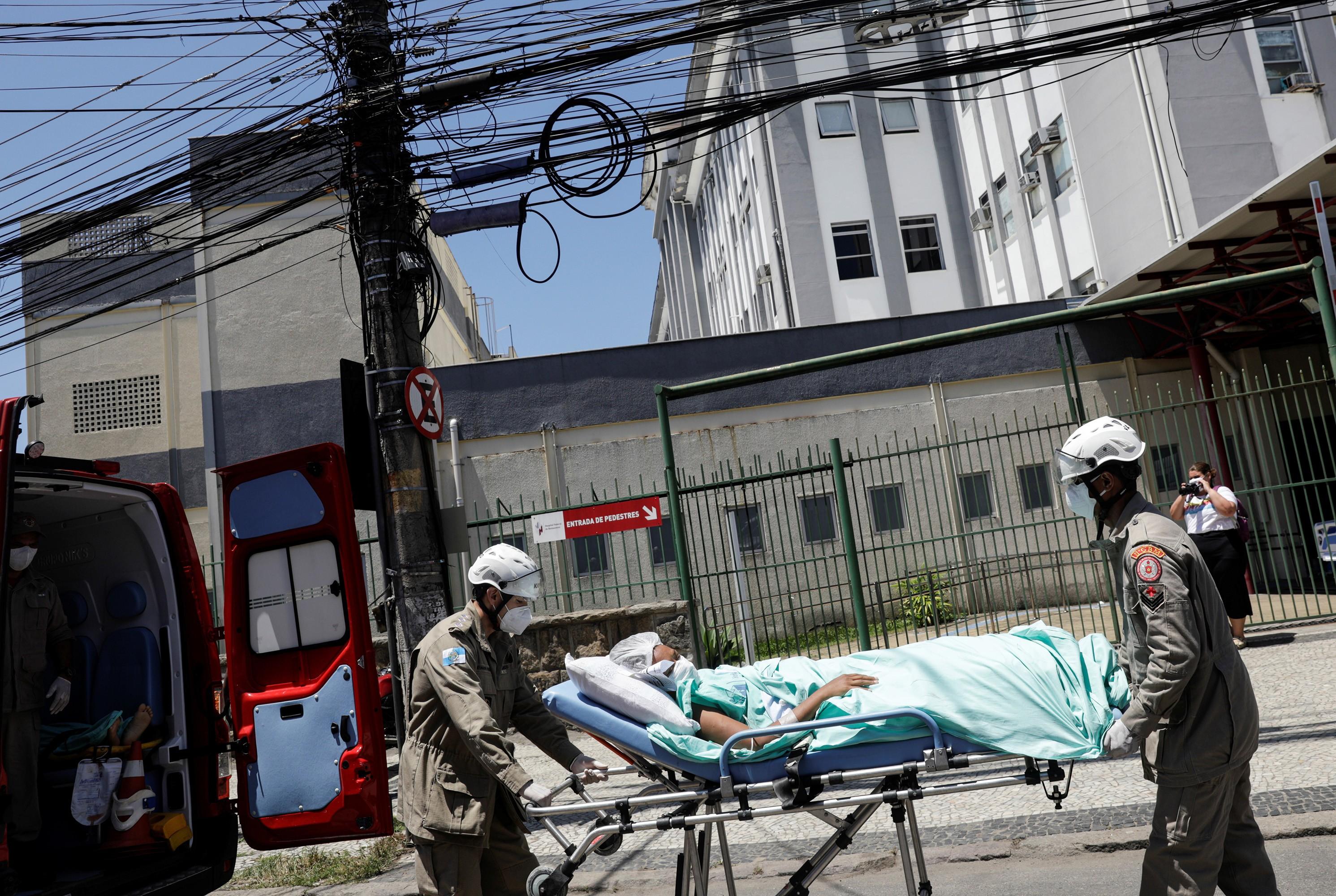 Um ano após incêndio, Hospital de Bonsucesso não recebe pacientes por falta de profissionais