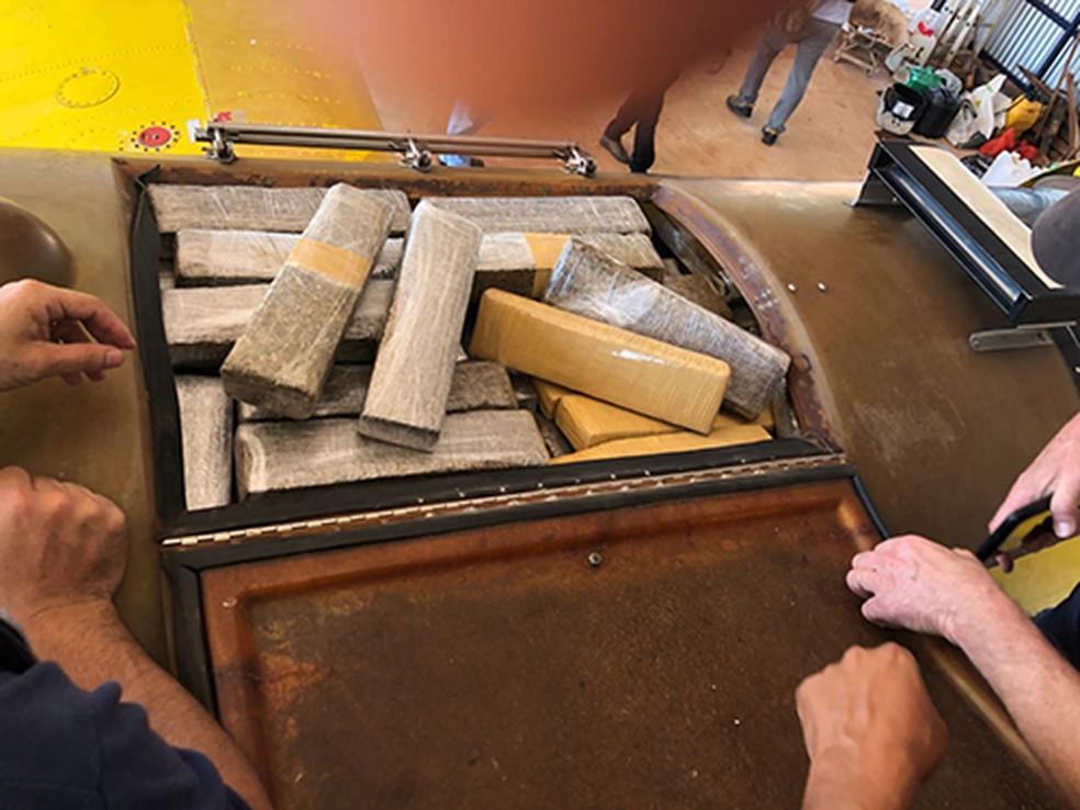 Maconha estava escondida no tanque de armazenamento de produtos químicos do avião  (Foto: Divulgação )