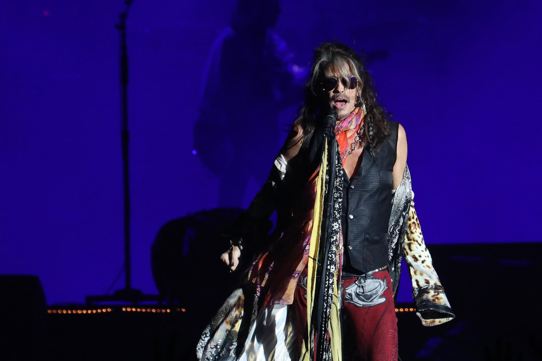 Vocalista do Aerosmith, Steven Tyler passa mal e cancela show em Curitiba
