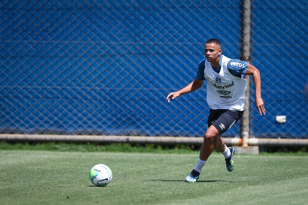 Vanderson vai ser titular do Grêmio contra o Botafogo — Foto: Lucas Uebel/Grêmio