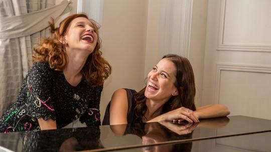De Beethoven a Ludmilla: Nathalia Dill e Lorena Comparato tocam piano nos bastidores