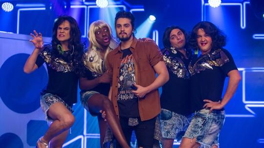 Luan Santana ganha 'bailarinas' em 'Os Trapalhões' e fãs na web adoram
