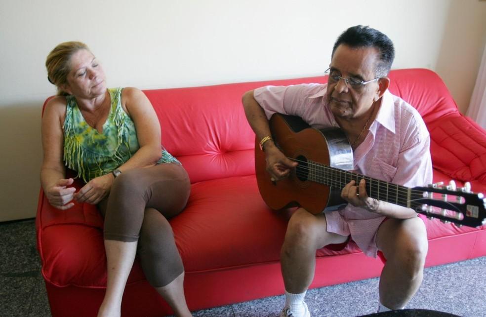 Liduína Lessa, viúva do compositor Evaldo Gouveia, lamenta que algumas pessoas continuam fazendo aglomeração: 'Irresponsabilidade' — Foto: Arquivo pessoal