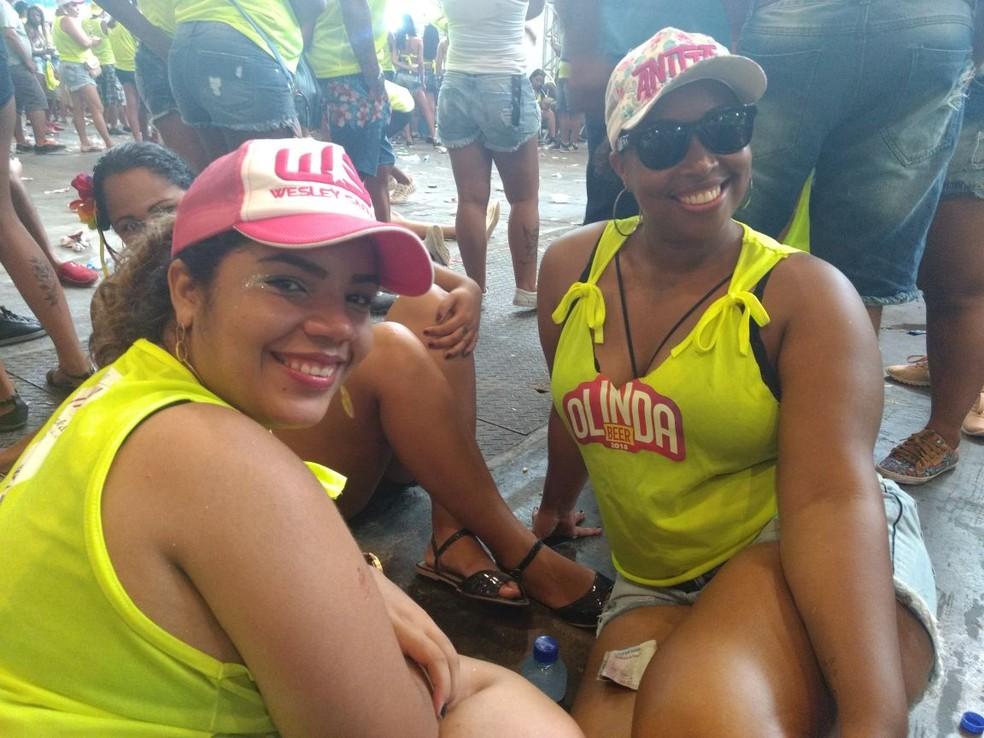 Fãs de Aniita chegaram cedo ao Olinda Beer neste domingo (4) (Foto: Pedro Alves/G1)