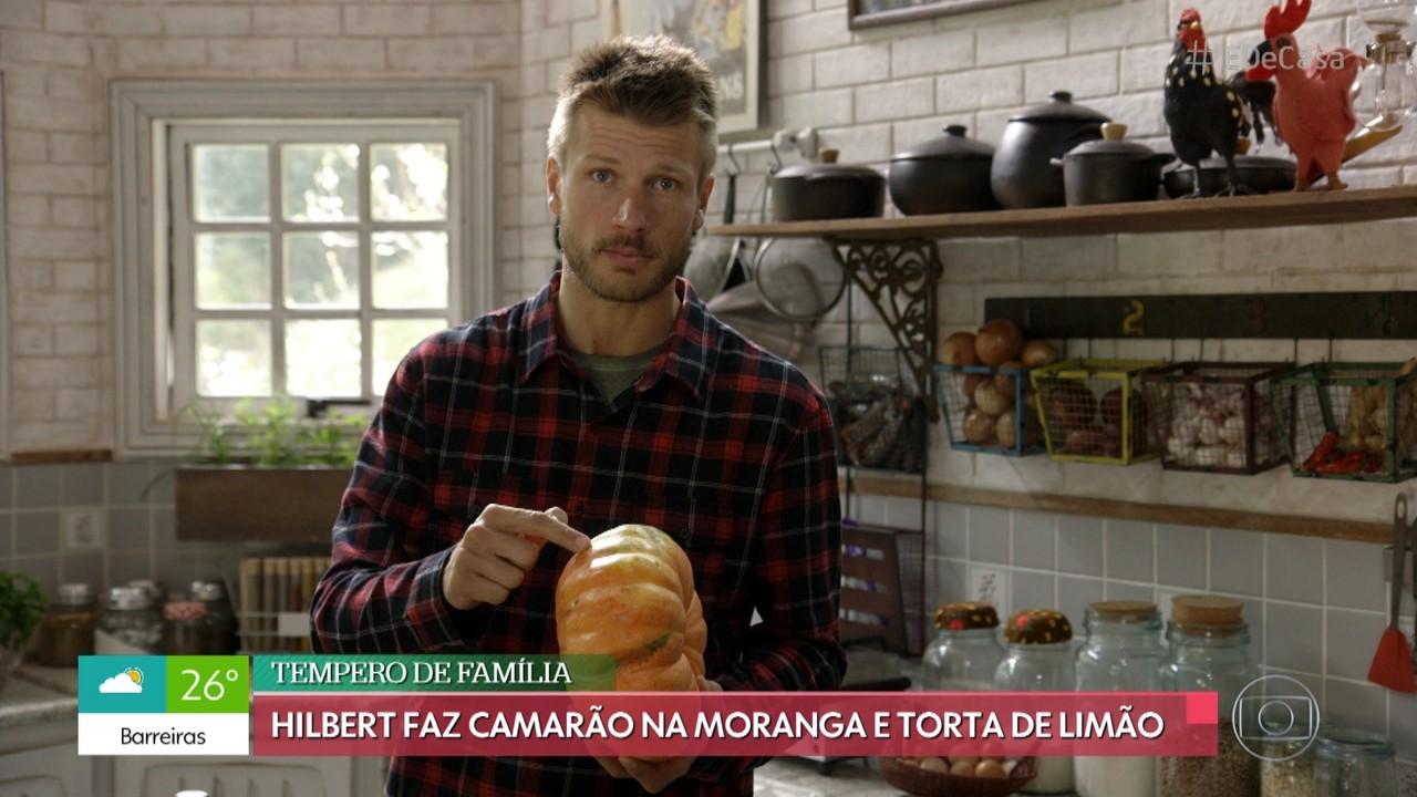 Rodrigo Hilbert ensina a fazer camarão na moranga