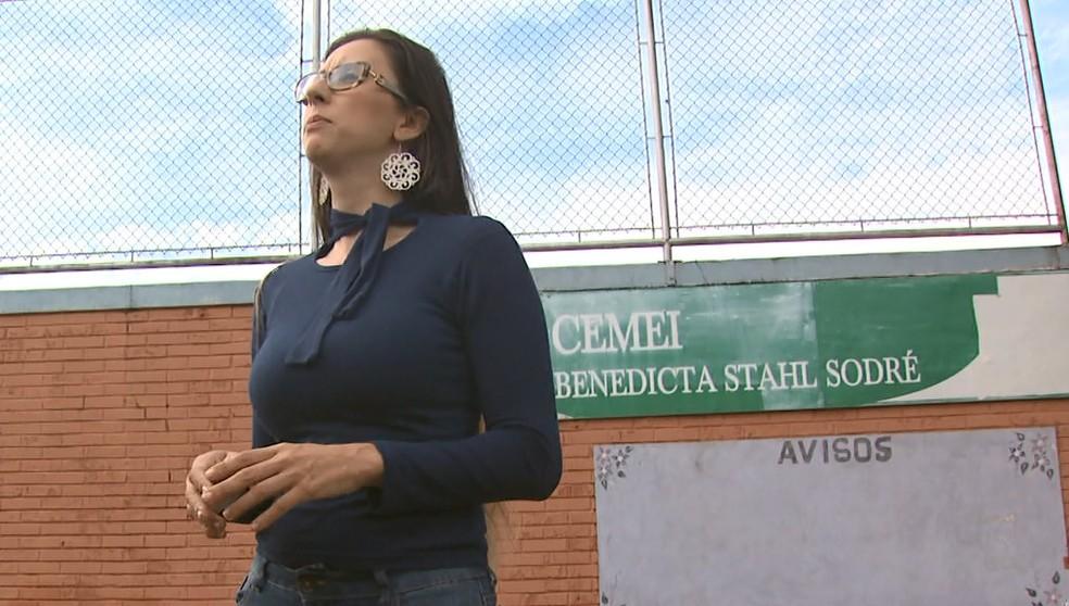 Dona de casa Maísa Machado foi vítima de agressão verbal junto com o filho autista dentro de agência bancária em São Carlos (Foto: Reprodução/EPTV)