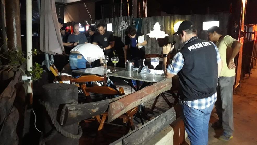 Perícia no local onde o empresário foi executado em MS — Foto: José Aparecido/ TV Morena