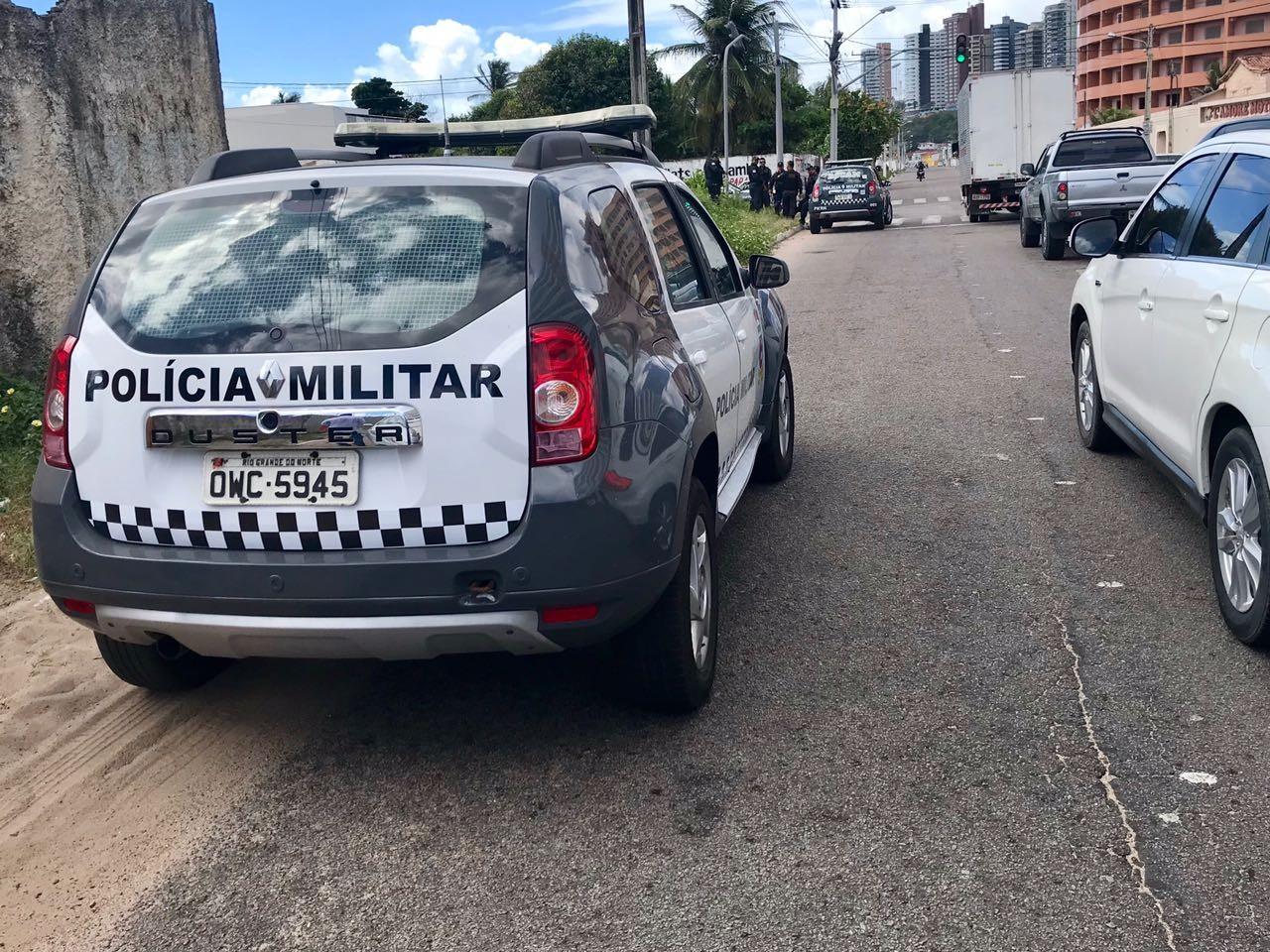 Policial militar é baleado e tem arma roubada na Zona Leste de Natal