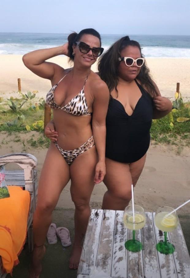 Viviane Araújo curte quinta de praia (Foto: Reprodução Instagram)