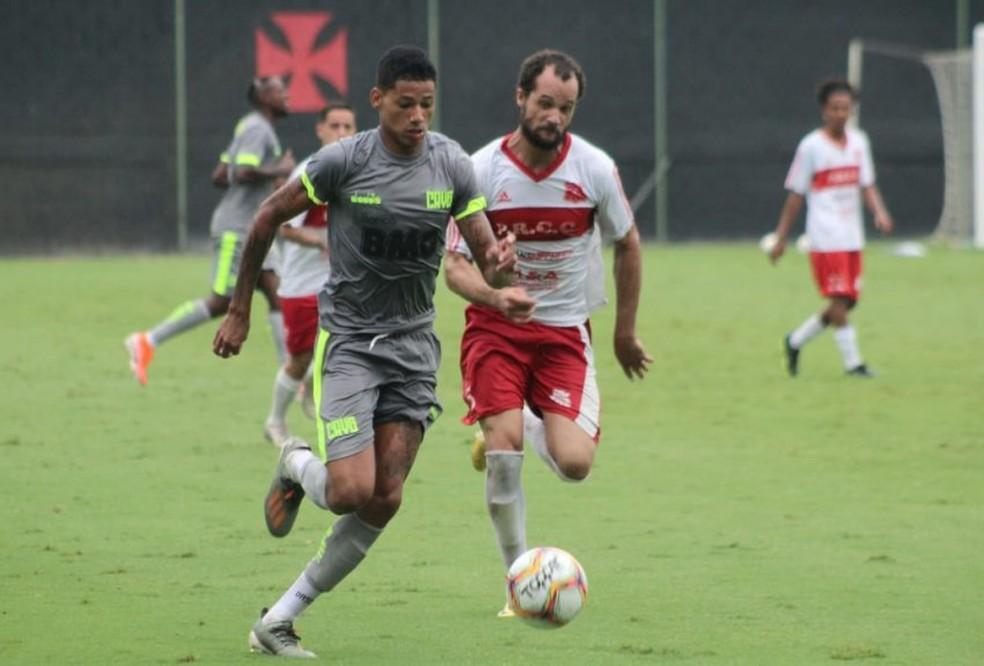 Marrony disputa lance em jogo-treino do Vasco — Foto: Carlos Gregório Jr/Vasco