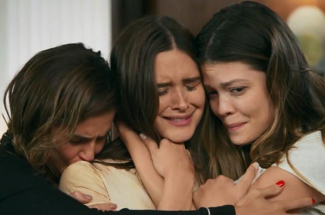 Alexia (Deborah Secco), Luna (Juliana Paiva) e Kyra (Vitória Strada)  (Foto: TV Globo)