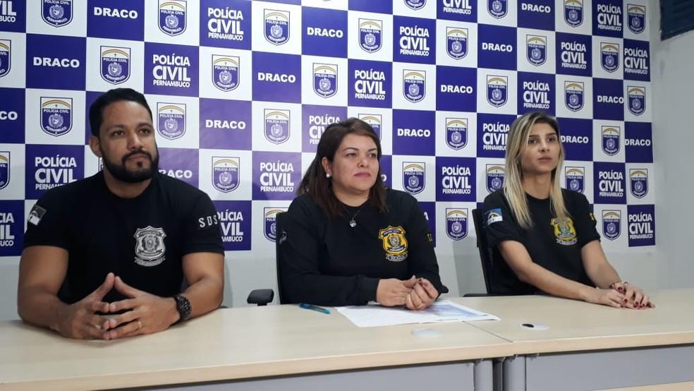 Delegada Polyanne Farias [centro] deu detalhes da Operação Endosso, que apura crimes tributários — Foto: Clarissa Góes/TV Globo