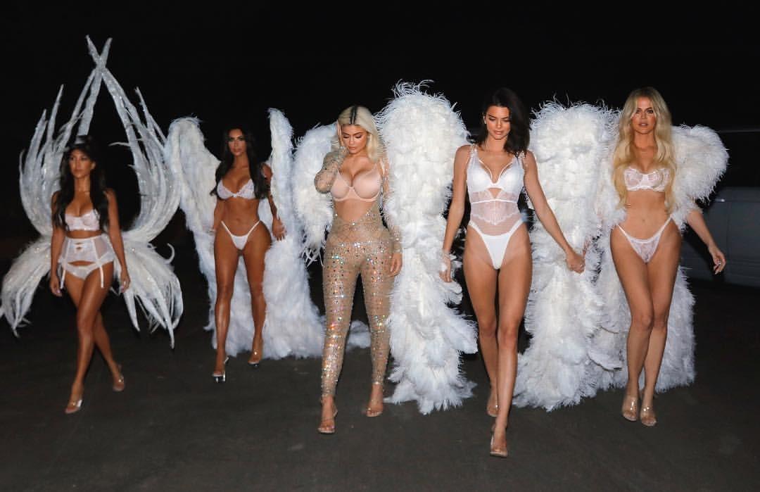 Clã Kardashian-Jenner se fantasia de angels da Victoria's Secret (Foto: Reprodução/Instagram)