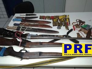 Armas e cartuchos foram apreendidos com os dois suspeitos no Piauí (Fot Divulgação/PRF)