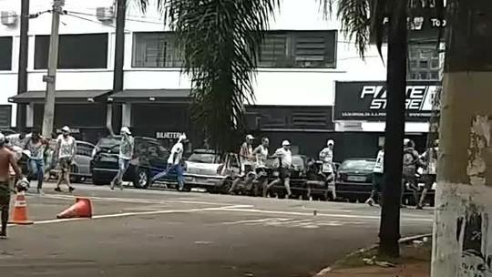 Torcidas de Palmeiras e Ponte Preta brigam antes de jogo em Campinas; palmeirense é baleado
