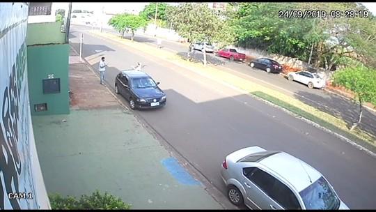 Policiais fazem buscas em chácara onde jovem desaparecida entrou para trocar pneu do carro