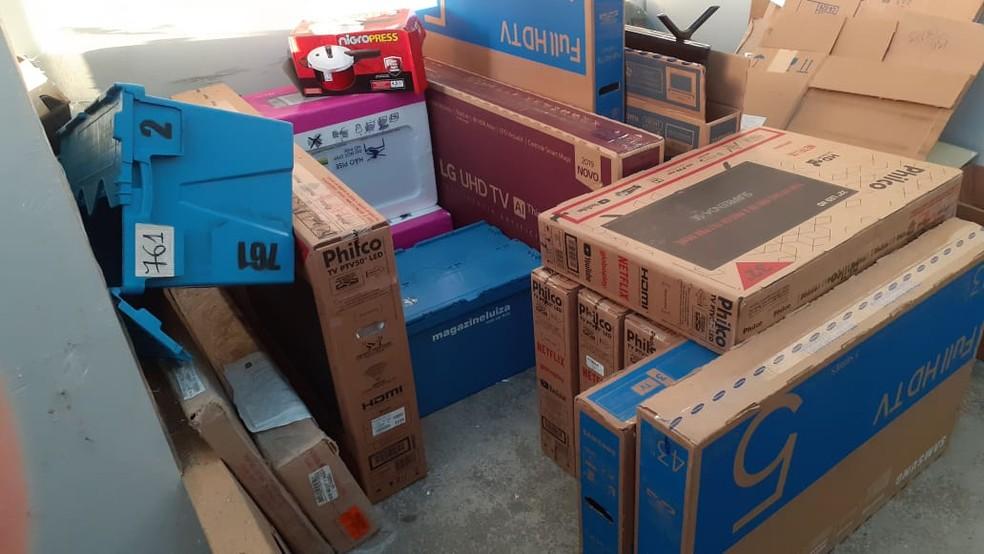 Carga de televisões roubada em Maracanaú foi encontrada horas depois em Fortaleza. — Foto: Divulgação/Polícia Civil