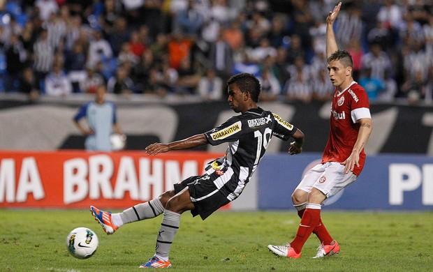 Cidinho, Botafogo x Internacional (Foto: Wagner Meier / AGIF)