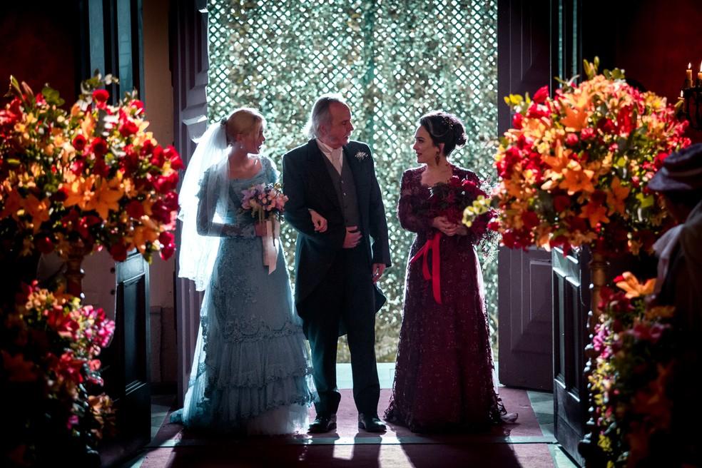 Julieta e Jane chegam para o casamento  — Foto: Fabiano Battaglin/Gshow