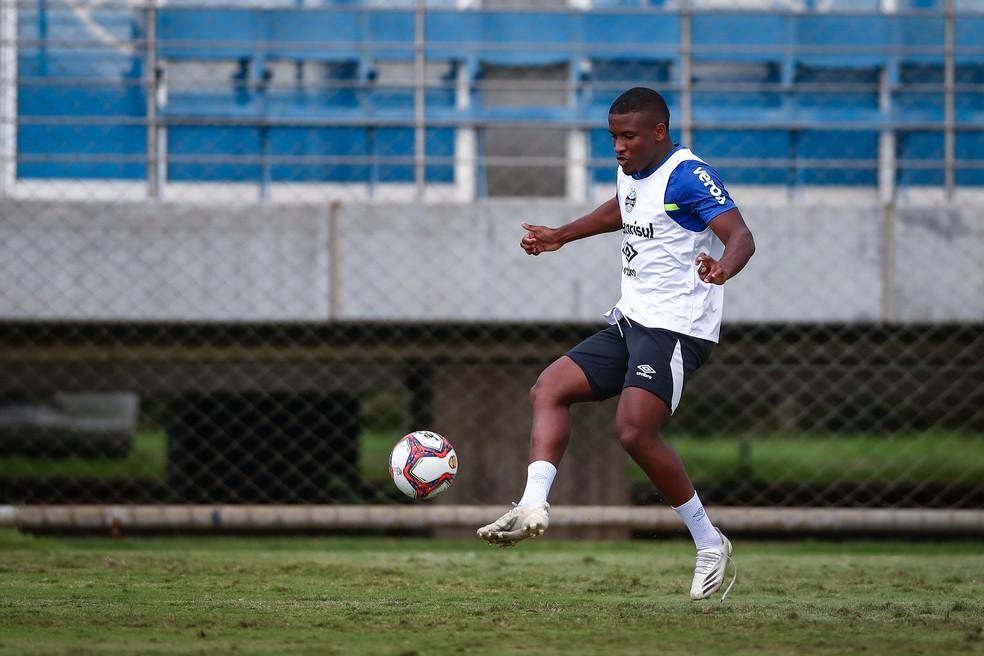 Elias em treino do Grêmio — Foto: Lucas Uebel/Grêmio