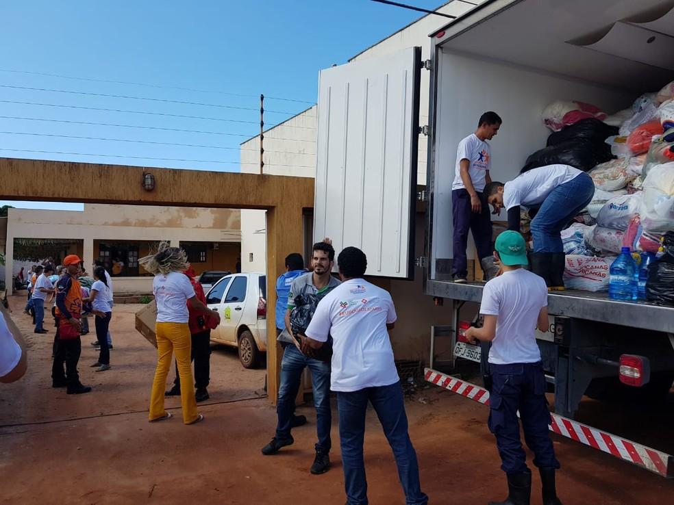 Doações para desabrigados de Touros, RN, chegaram na manhã deste sábado (14) à cidade (Foto: César Lopes)
