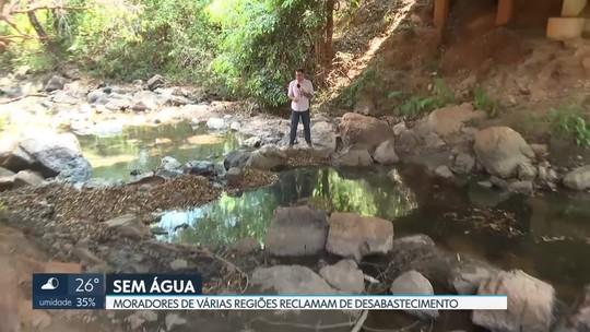 Moradores de regiões abastecidas por córregos e mananciais estão sem água