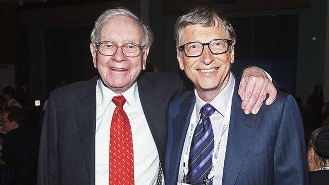Warren Buffett e Bill Gates são dois dos homens mais ricos do planeta; e também são amigos (Foto: Getty Images via BBC News Brasil)