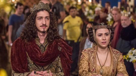 Reveja os bastidores do casal Lucrécia e Rodolfo em 'Deus Salve o Rei'