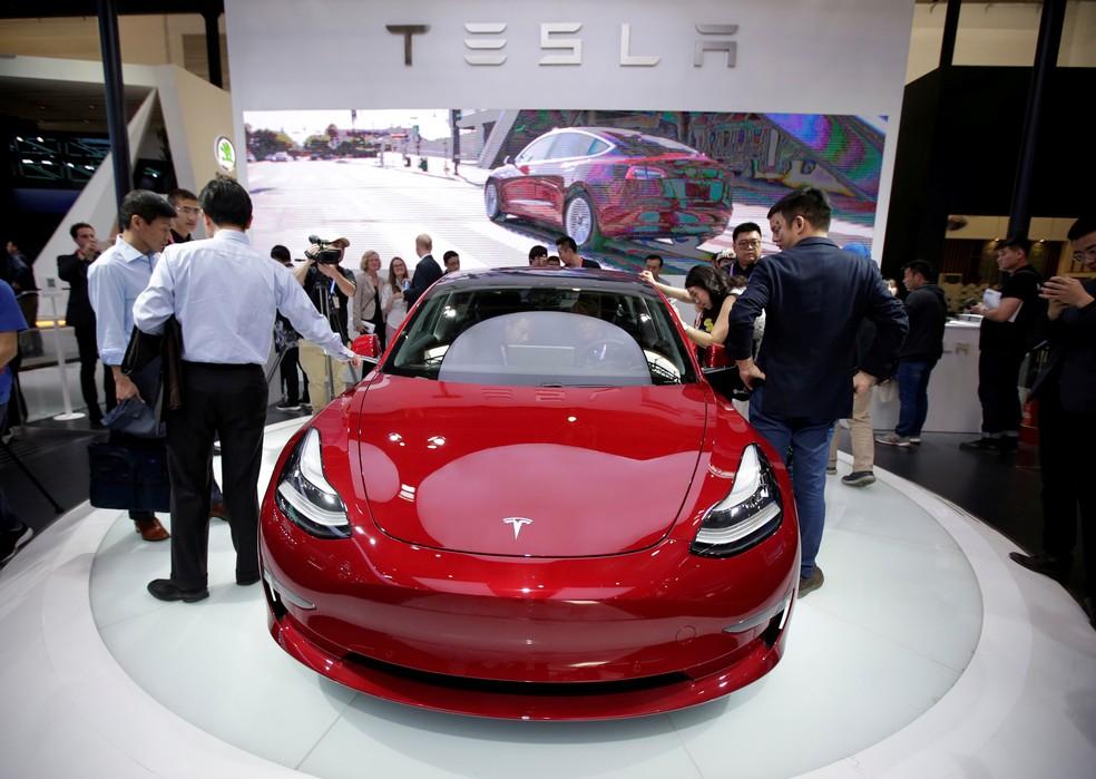 Tesla exibe Model 3 no Salão de Pequim de 2018 — Foto: Jason Lee/Reuters