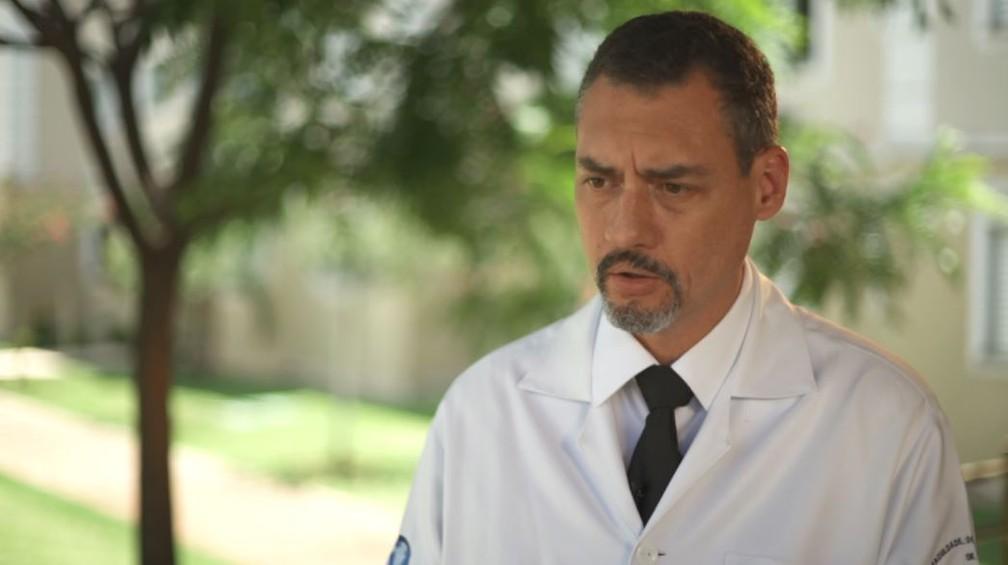 O neurocirurgião Ricardo Oliveira, um dos responsáveis pela separação das gêmeas siamesas em Ribeirão Preto (SP) — Foto: Alexandre Sá/EPTV