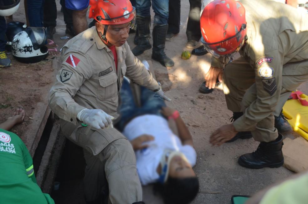 -  Adolescente e a mãe foram levadas para o Hospital Municipal de Santarém  HMS  após o acidente de trânsito  Foto: Gustavo Campos/G1