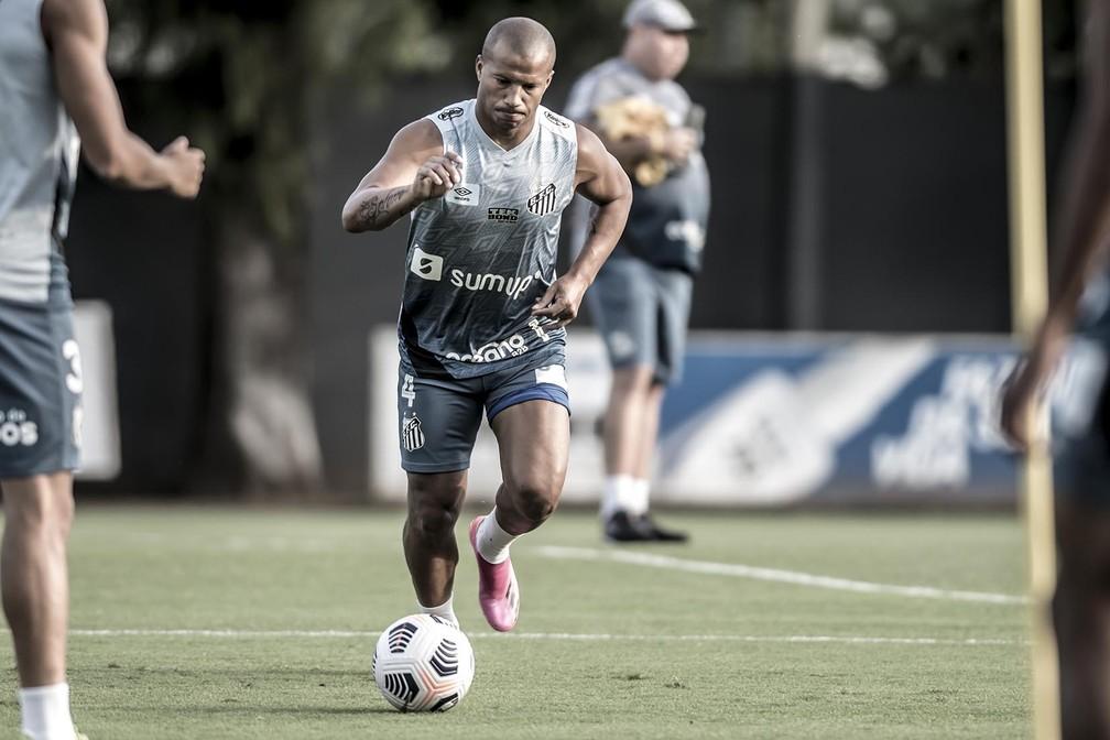 Carlos Sánchez em treino do Santos — Foto: Ivan Storti/Santos FC